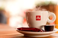 There's coffee and there's Illy! Coffee Type, Coffee And Books, I Love Coffee, Best Coffee, Espresso Shot, Espresso Cups, Nespresso, Planet Coffee, Starbucks