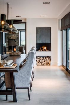 Luxe eettafel met design stoelen