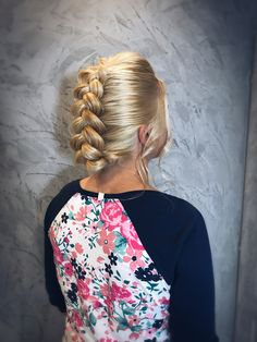 Hairstyle B Floral Tops, Hairstyle, Blouse, Women, Fashion, Hair Job, Moda, Hair Style, Top Flowers
