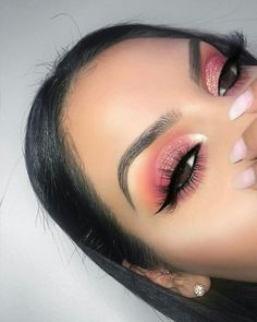 Idée Maquillage 2018 / 2019 : You love what you see? For more popping pins lik Makeup Eye Looks, Cute Makeup, Eyeshadow Looks, Pretty Makeup, Skin Makeup, Eyeshadow Makeup, Eyeshadows, Glitter Eyeshadow, Gorgeous Makeup