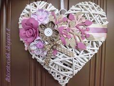 Heart Decorations, Valentine Decorations, Felt Wreath, Burlap Wreath, Deco Boheme Chic, Diy And Crafts, Paper Crafts, Wicker Hearts, Deco Floral