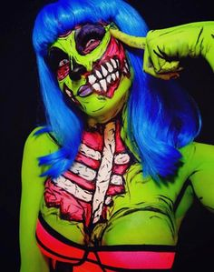 Electric Nightmares – Le body-painting fluorescent de TwistinBangs