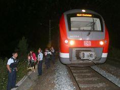 Juli -Afghane attakiert im Regionalzug in Bayern Passagiere - Mehere Verletzte-Bei dem Täter soll es sich laut Bayerns Innenminister Joachim Herrmann um einen Flüchtling handeln