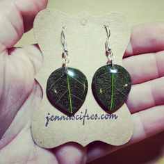 New to jennascifres on Etsy: Green Resin Leaf Earrings - Hypoallergenic Sensitive Ears Jewelry - Free Gift Box (14.95 USD)