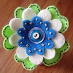 Felt flowers...I love all the layers, buttons, and embroidery on the flowers posted on this blog