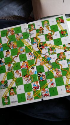 Snakes and ladders was EXCEPT when you slide down a few ladders when you were close to winning just a few minutes previously ! So close but yet so far . 1970s Childhood, My Childhood Memories, Childhood Toys, Sweet Memories, Retro Toys, Vintage Toys, Vintage Board Games, I Remember When, My Memory