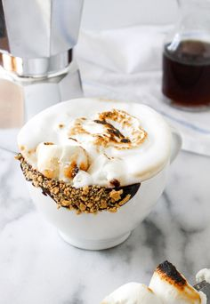 Enjoy this toasted marshmallow latte that is sure to satisfy your sweet tooth. Yummy Drinks, Yummy Food, Think Food, Latte Recipe, Toasted Marshmallow, Coffee Recipes, Cookies Et Biscuits, Sweet Tooth, Sweet Treats