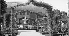 Algunas fotografías que nos llevan al Madrid de los años 30, en este caso el Parque del Buen Retiro. La Rosaleda y la desaparecida estu...