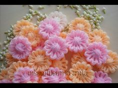 This Crochet Puff Flowers are Loom Flowers, Knitted Flowers, Diy Flowers, Crochet Motif, Crochet Designs, Crochet Patterns, Loom Knitting Stitches, Crochet Dog Sweater, Flower Video