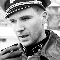 Ralph Fiennes as Amon Goeth in Schindler's list. Ralph Fiennes als Amon Goeth in Schindlers Liste. Amon Goeth, Ralph Fiennes, Schindlers Liste, Thank You For Smoking, Royal National Theatre, The English Patient, Evil Empire, Best Supporting Actor, Star Wars