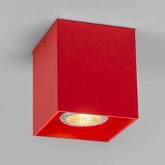 Deckenstrahler Qubo 1 rot Schlanker Designerspot, komplett aus Aluminium gefertigt. Attraktives Rot-Finish auch innenseitig an der Lichtquelle. Wirkt besonders im Zusammenspiel mit mehreren der gleichen Art.  #einrichten #Lampe #Light #Innenbeleuchtung #Deckenleuchte