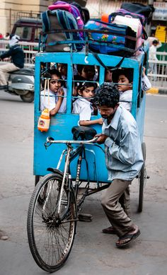 a bicycle as a school bus, Bombay, India Religions Du Monde, Cultures Du Monde, We Are The World, People Around The World, Nova Deli, Velo Cargo, Velo Vintage, Goa India, Delhi India