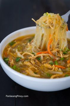 Chicken Sotanghon Soup is a Filipino version of chicken noodle soup. This soup dish makes use of shredded chicken and sotanghon noodles. Filipino Recipes, Asian Recipes, Filipino Food, Healthy Recipes, Filipino Desserts, Ethnic Recipes, Pinoy Recipe, Pinoy Food, Chinese Recipes