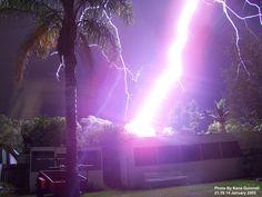 Image from http://teslamania.delete.org/photos/Lightning/Lightling_Kane_Quinnell-1.JPG.