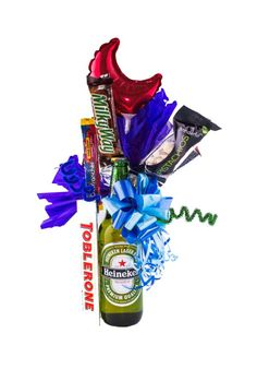 Homemade Gifts, Diy Gifts, Rainbow Snacks, Personalised Gifts Diy, Good Morning Girls, Bug Hotel, Toblerone, Chocolate Bouquet, Candy Bouquet