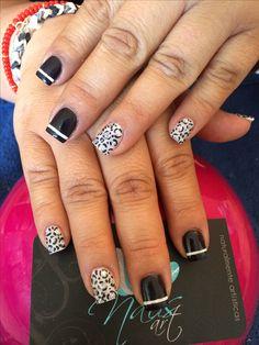 Nails art, acrylic nails, animal print nails.