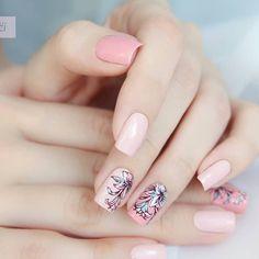 🌺So beautiful floral nails shared here! Manicured by Nail Art Designs Videos, Nail Polish Designs, Nail Designs, Stamping Nail Art, Stamping Plates, White Nail Art, White Nails, French Tip Gel Nails, Acrylic Nail Art