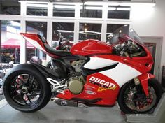 Another look at the Ducati 1199 Panigale track day bike.