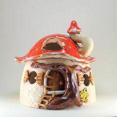 Steffis Wichtelwelt - Keramik Häuschen für Haus und Garten. Detailreich verzierte Wichtelhäuschen, Spardosen, Garnschalen und Insektenhotel die in liebevoller Handarbeit hergestellt werden.