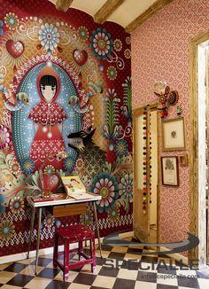 #Mural con Diseño: Little Red y Papel #Tapiz con Diseño Daisy, en color #Rojo con detalles en #Blanco. #Arquitectura #Decoracion #Interiorismo #Casa #Hogar #Ideas #InteriorDesign #HomeDecor #Wallpaper #Wallcovering #Architecture #Design #Specialle