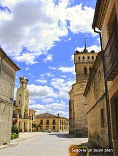 Ayuntamiento e iglesia de Aguilafuente. En esta villa existen hallazgos importantes que demuestran que se remonta a la Prehistoria. www.segoviaunbuenplan.com