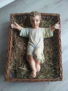 Baby Jesus Italian Advent custom. Children would put a piece of straw in th manger for a good deed to soften the Baby's bed.. Christmas Eve night the Baby Jesus would be put in the crib.