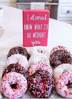 Take a look at the delicious donuts at this Galentine's Day Brunch Valentine's D. - Take a look at the delicious donuts at this Galentine's Day Brunch Valentine's Day Party! Valentines Day Memes, Valentines Day Dresses, Valentines Day Dinner, Valentines Day Gifts For Him, Valentinstag Party, Donut Decorations, Valentines Day Decorations, Brunch, Easter Present