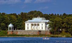 KRESY : Palace in Zatrocze. / Biały pałac w Zatroczu.