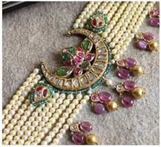 Indian Jewelry Earrings, Indian Jewelry Sets, Jewelry Design Earrings, Gold Earrings Designs, Royal Jewelry, Gold Jewellery Design, Bead Jewellery, Gold Jewelry, Wedding Jewelry
