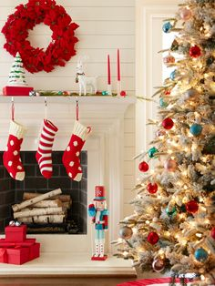 Delight family and friends this season with fun Christmas mantel decorating ideas. #lowes #fireplace #christmastree #holiday