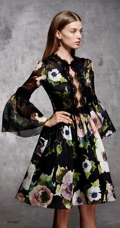 In love with the floral of this Marchesa Pre-Fall 2018 apparel. - Out Trend Clothes Fashion 2018, Fashion News, High Fashion, Fashion Dresses, Womens Fashion, Moda Floral, Floral Fashion, Fashion Design, Mode Chic