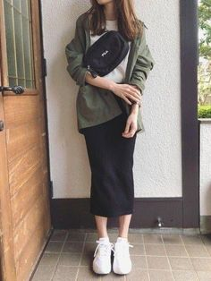 Casual Hijab Outfit, Casual Fall Outfits, Cute Modest Outfits, Look Office, Sneakers Fashion Outfits, Minimal Fashion, Skirt Fashion, Korean Fashion, Ideias Fashion