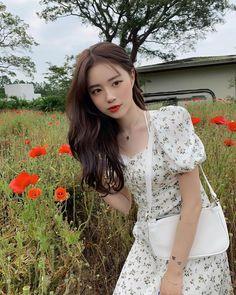 Korean Aesthetic, Blue Aesthetic, Uzzlang Girl, Cute Girl Photo, Ulzzang Fashion, Beautiful Asian Girls, Photo Poses, Girl Photos, Cute Girls
