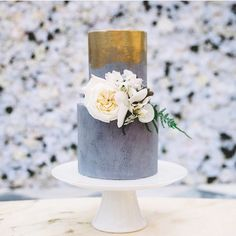 Loving this concrete/gold vibe cake by @sweetbakes_