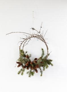 This stop-motion video shows you how to construct an evergreen wreath from foraged boughs, branches and pine cones around your home.