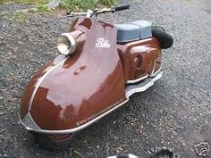 1955 IWL Pitty 1955 IWL Pitty IWL models include Pitty, Wiesel, Berlin and Troll Also available was a trailer, the Campi. Scooters from Czech production. Motor Scooters, Vespa Scooters, How To Clean Headlights, Retro Scooter, Scooter Design, Reverse Trike, Vespa Lambretta, Mini Bike, Classic Bikes