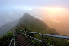 Haiku Stairs of Oahu, Hawaii / 29 Surreal Places In America You Need To Visit Before You Die