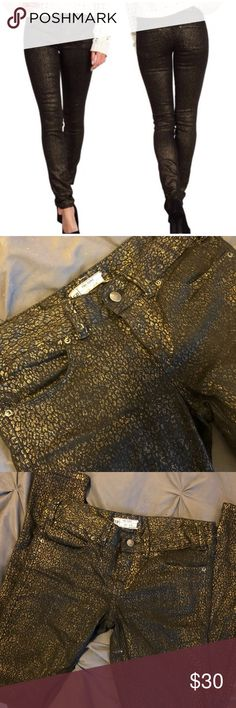 """Free People gold foil denim Size 26, black skinny jeans with gold foil animal print texture. They sit low to mid rise. I have not altered these in any way, I am 5'7"""" and they hit right at my ankle. Worn less than 5x, great condition! Free People Jeans Skinny"""