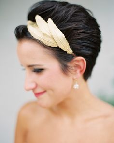 Jesse dressed up her short brown hair with a plume d'or metal headband by Mignonne Handmade that had an arrangement of brass feathers on one side. Short Hair Updo, Short Wedding Hair, Wedding Hair Down, Wedding Hair And Makeup, Short Hair Styles, Chic Wedding, Trendy Wedding, Long Hair, Pixie Hairstyles