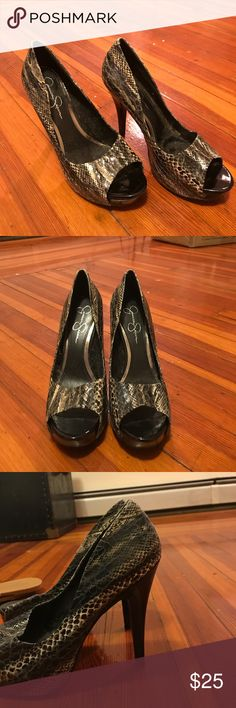 Jessica Simpson fake snakeskin pumps Black 4.5 inch fake snakeskin Jessica Simpson pumps Jessica Simpson Shoes Heels