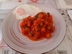 COMIDA DIA 17/04/2021 Huevos Fritos, Chana Masala, Ethnic Recipes, Food, Tomato Sauce, Sauces, Vegetables, Recipes, Essen