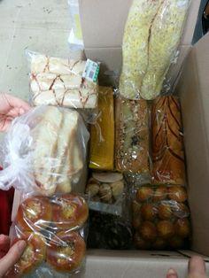 페친인 박서방 베이커리의 박서방이 보내준 럭셔리 빵상자...오예~~ 당분간은 빵빵하게 빵을 먹어봐야죠....나와라 .....배~~~~~ 뽈록..!!! ^ ^럭셔리한 박서방 배이커리...