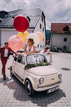 fließendes Brautkleid aus Tüll, leichtes Hochzeitskleid aus Softtüll, tiefer Rückenausschnitt /Foto: www.pixellicious.at Bridal, Photos, Wedding Dress, Brides, Bride, Bridal Gown, The Bride