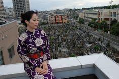 大宮山 東光寺。ビルやお墓を見渡せて、ある意味日本的な風景。