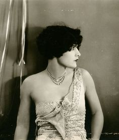 Evelyn Brent, 1927 (image cropped).
