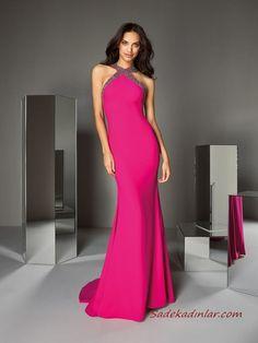 Mermaid dress in crepe with halter neckline Glamour Fashion, Pink Fashion, Robe Fuchsia, Dresses In Dubai, Mode Rose, Affordable Prom Dresses, Bridal Fashion Week, Dream Wedding Dresses, Maternity Dresses