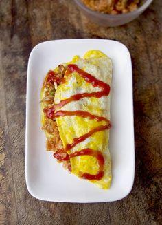 オムライス - Omurice i.e. omelet fried rice. A Japanese specialty that as an otaku I definitely definitely must try!XD
