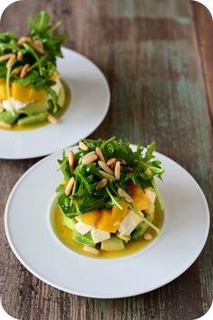 Kitty Wu und Steffen von Feed me up before you gogo berichteten auf Twitter vor einiger Zeit, dass sie dabei waren, diesen Salat zuzubereiten. Als ich mir das Originalrezept anschaute, war sofort klar