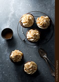 An easy recipe for delicious salted caramel mocha cupcakes – chocolate espresso cakes topped with a creamy espresso buttercream, caramel sauce and coarse salt.