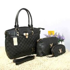 Tas Louis Vuitton Farisha  - Kode : 20150AH - Merk : LOUIS VUITTON - Qualty : Semi Premium - Bahan : Kulit - Warna : Black - Ukuran : 33x11x27 - Berat. : 1kg/pcs - Harga : Rp 330.000, - Kelengkapan : Dompet + Tali Panjang